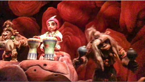 シンドバッド・ストーリーブック・ヴォヤッジで猿の首輪が隠れミッキーに_3
