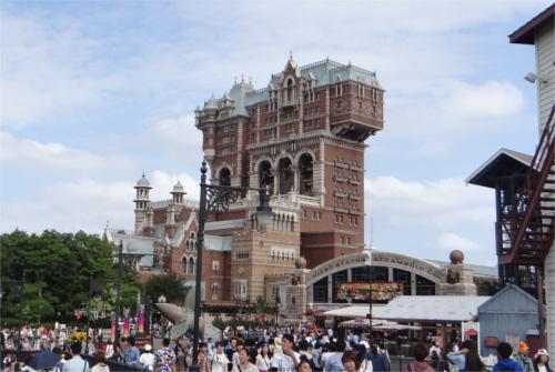 タワー・オブ・テラーの建物はなぜハンマーのような変わった形をしているのか_1