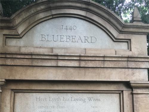 ホーンテッドマンションで青ヒゲの墓標に隠されたトリビア
