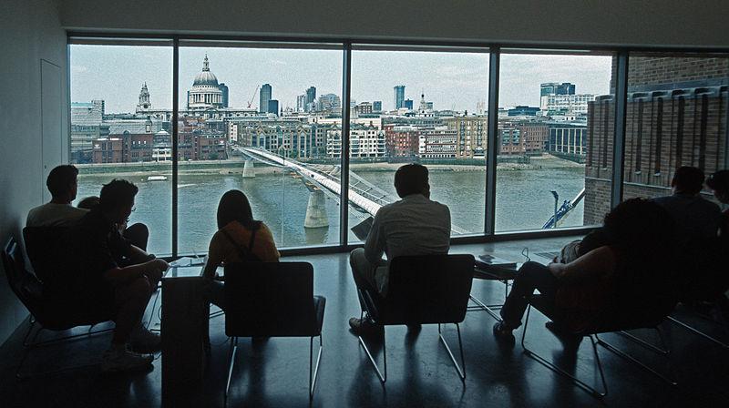 800px-Tate_modern_london_2001_06.jpg