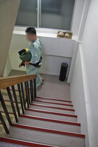 階段が急なのです
