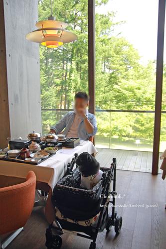 レストランでの朝食