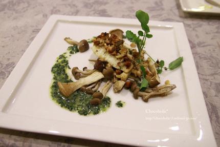 真鯛の木の実バター焼きほうれん草のソース