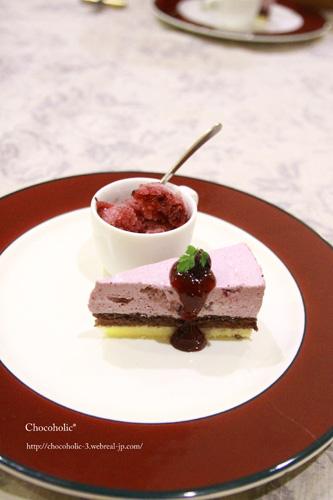 ブルーベリーソースのチーズケーキとブルーベリーシャーベット