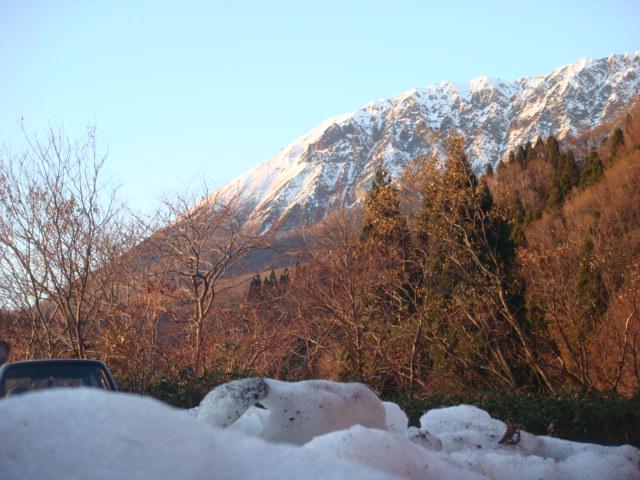 大山 鍵掛峠の路肩の雪