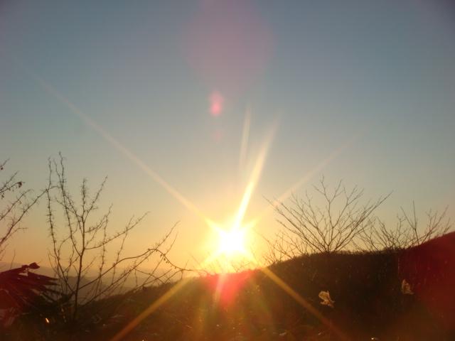 大山 西に沈む夕日