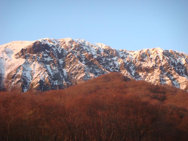夕陽に染まる大山南壁
