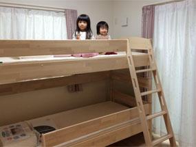 FLEXIMOの二段ベッドと姉妹