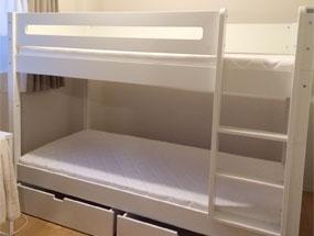 シンプルなデザインのManis-hの2段ベッド
