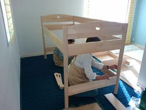 子ども部屋でベッドの組立て