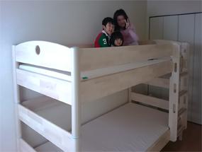 二段ベッドの上段の妹さんたち