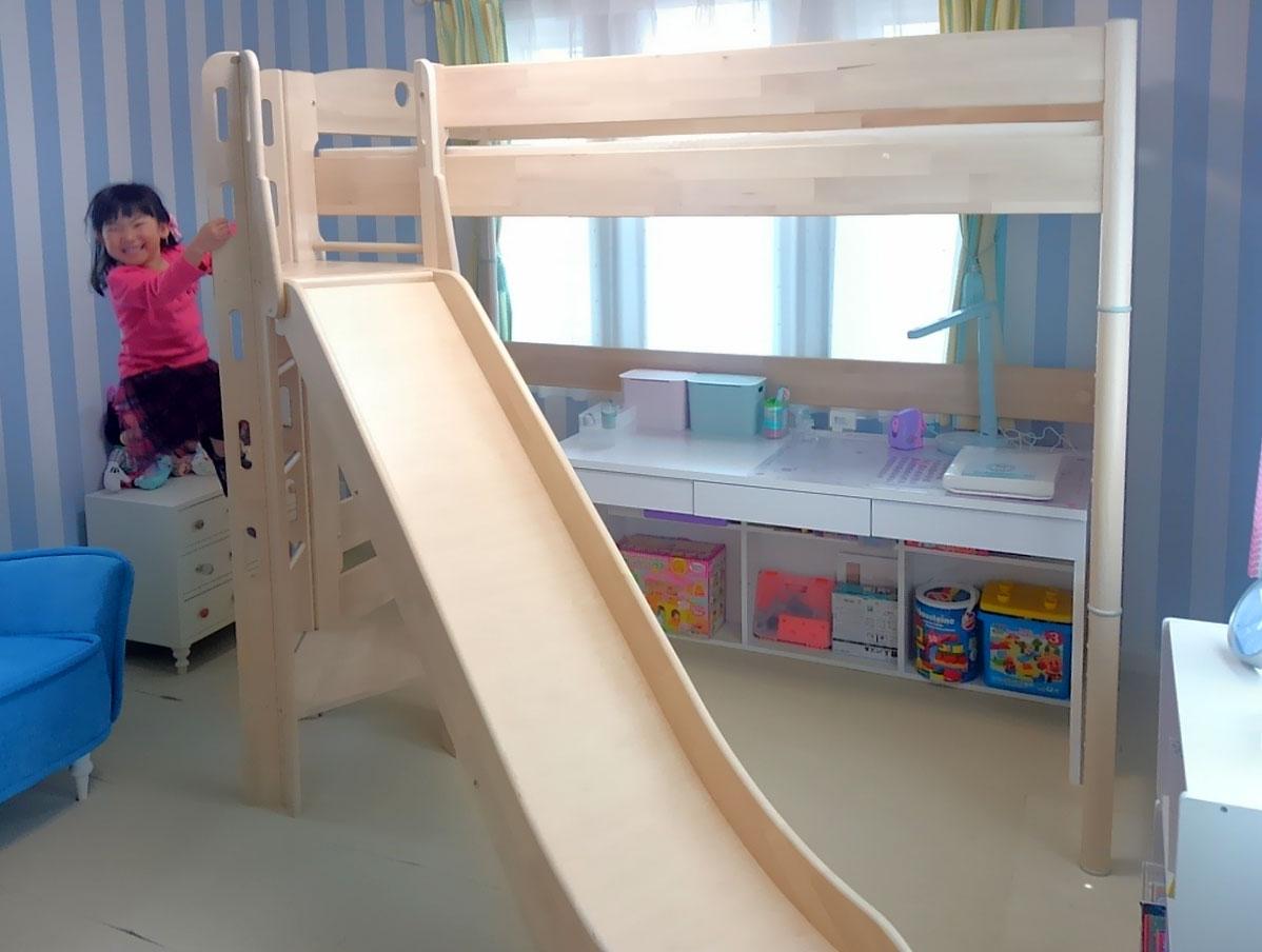 ハイタイプの滑り台付きロフトベッド