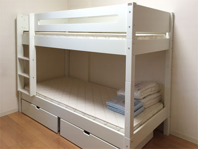 北欧・デンマークの白い二段ベッド