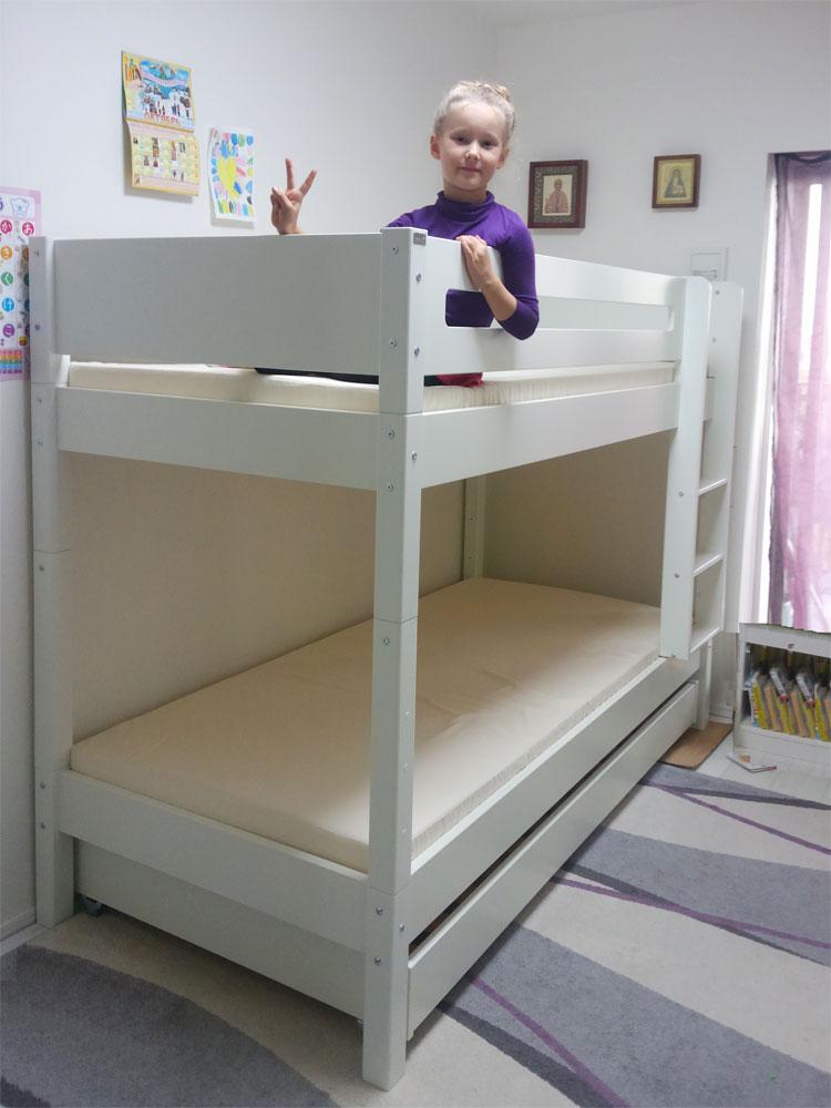 Manis-hの二段ベッドと女の子.jpg