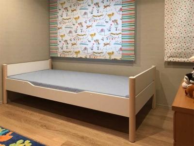 子供ベッドとカーテン.jpg