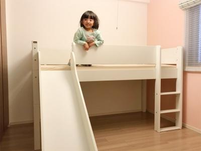 滑り台付きの白いベッド.jpg