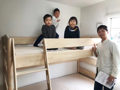 木製の二段ベッド.jpg