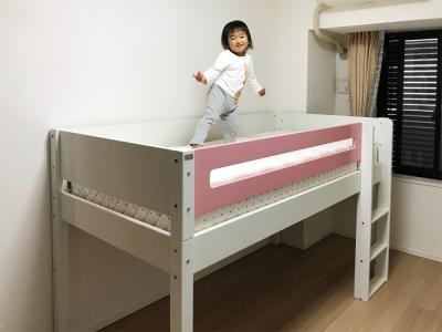 ピンクと白の子供ベッド.jpg