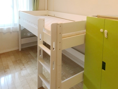 白いベッド.jpg