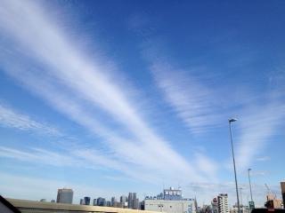 20120103新宿へ向かう空7