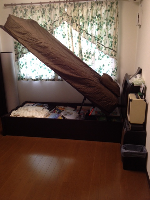 20120812跳ね上げベッド1