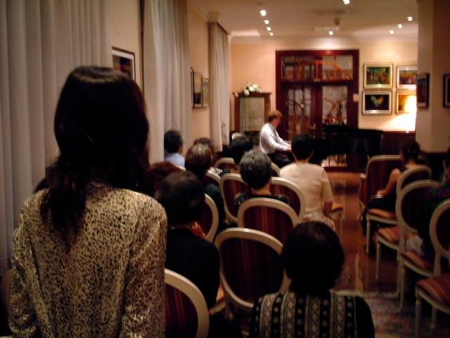 20040904クロアチアモーツァルトホテルのラウンジでザラフィアンツ先生コンサート01
