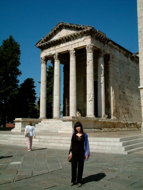 20040905クロアチア街中の聖堂01