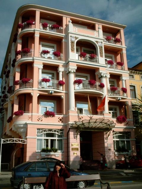 20040904クロアチアモーツァルトホテル前01