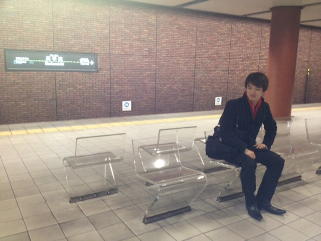 20111207横浜馬車道駅ホーム安達朋博