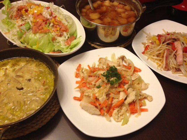20121010深夜ご飯05野菜と麩味噌汁・スモークサーモンサラダ、セパレートドレッシングと浅漬けの素