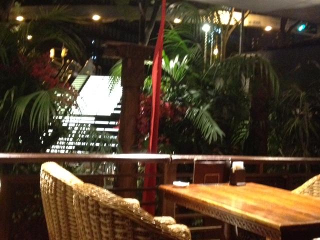20120917安達朋博バリ料理22店内