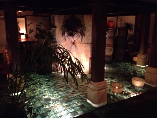20120917安達朋博バリ料理24店内