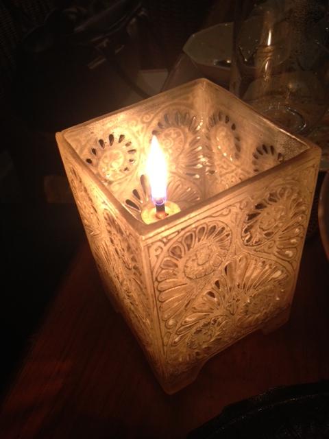 20120917安達朋博バリ料理27テーブルランプ