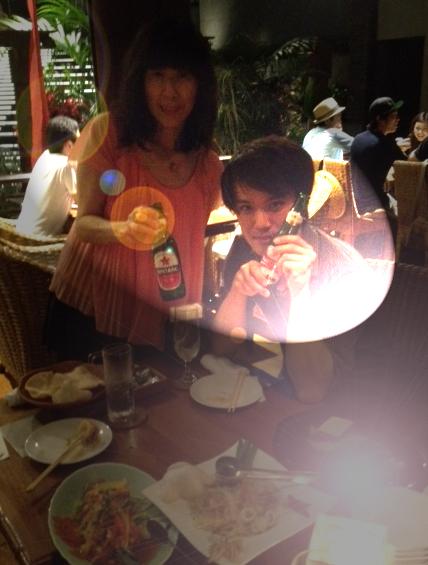 20120917安達朋博バリ料理09ツーショットaスポット