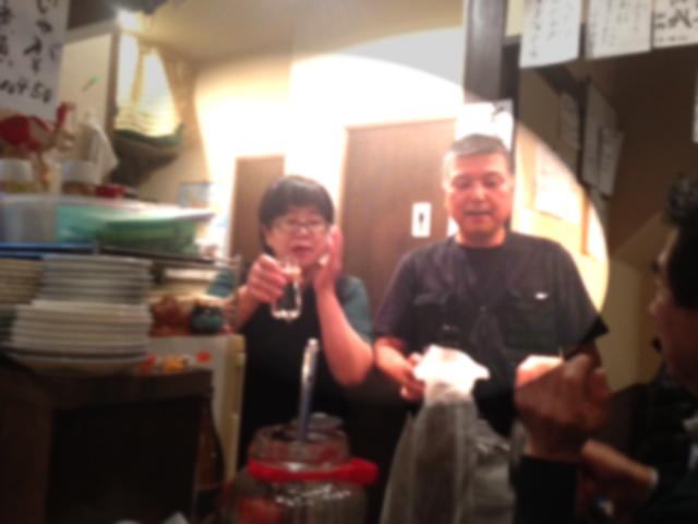20121130居酒屋ぶる閉店07マスターママぼかし