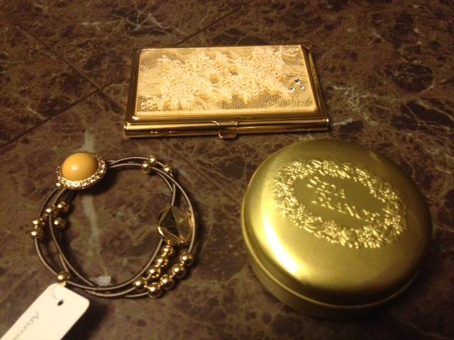 20121227渋谷で買い物02金色トラベルキャンドルと金色名刺入れと金色ヘアゴム