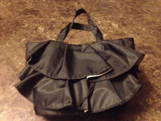 20121227渋谷で買い物04黒のひらひらバッグ