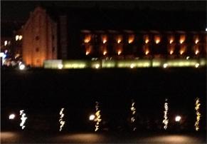 20121207横浜44夜景海に映る赤レンガ倉庫