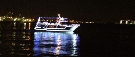 20121207横浜38夜景光る船縮小