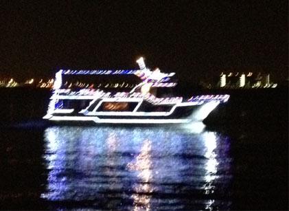 20121207横浜39夜景光る船縮小
