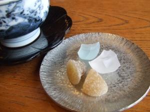 干菓子と温かいお茶