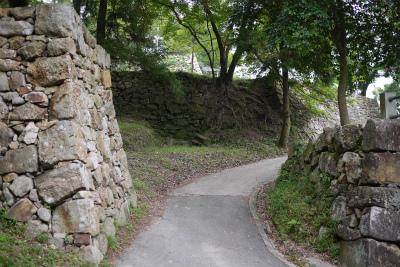 洲本城 大石段手前の石垣