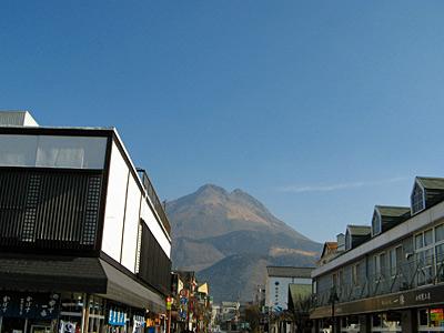 駅前から由布岳