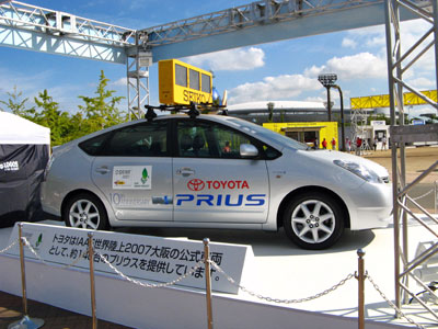 公式車両プリウスです。