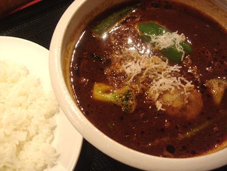 銀座「SpicePierrot」:黒野菜カレー