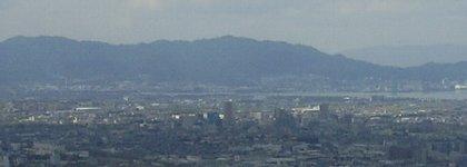 湖南と左端が比叡山