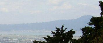 私の位置から見える愛宕の山