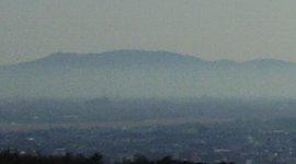 11:00、南方に見えるのは岩湧山か?