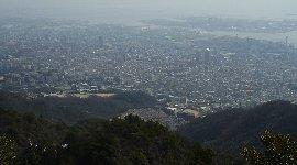 中央下が登ってきた長峰霊園