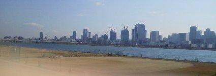 淀川右岸から見た梅田方面